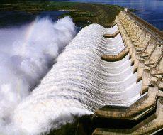 Vertedouro da usina hidrelétrica de Tucuruí, barragem no rio Tocantins controlada pela Eletronorte, que fornece energia para os estados do Pará, Maranhão e Tocantins. Tucuruí - Pará - Brasil 26/04/2002 ©Foto: Paulo Santos/Interfoto - Divulgação